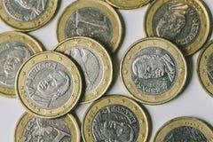 Muitas moedas do Euro fecham-se acima em um fundo branco Fotografia de Stock Royalty Free