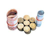 Muitas moedas e cédulas dos rublos de russo isoladas Fotografia de Stock