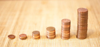 Muitas moedas em uma pilha Foto de Stock Royalty Free