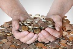 Muitas moedas nas mãos dos homens Foto de Stock Royalty Free