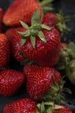 Muitas morangos no fundo para o fim do alimento ou do fruto acima da textura do fundo ou da morango foto de stock royalty free