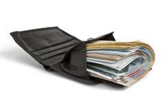 Muitas notas de banco na carteira preta Foto de Stock