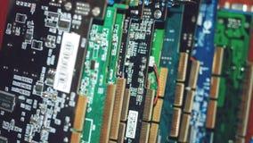 Muitas placas de vídeo Cartão e circuitos de computação gráfica: DVI, conectores do porto da exposição Fundo da tecnologia Foco s imagem de stock