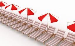 Muitas plataforma-cadeiras com parasóis Fotografia de Stock