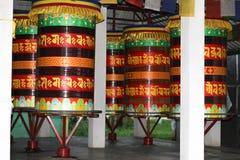 Muitas rodas de oração, india do leste norte foto de stock