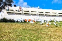 Muitas sinais ou bandeiras abstratas de ondulação das mãos Fotografia de Stock Royalty Free
