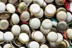 Muitas tampas do fundo da cerveja Imagem de Stock