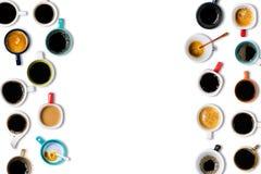 Muitas xícaras de café no fundo branco Fotos de Stock Royalty Free