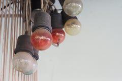 Muito cor dos bulbos danificados velhos cobertos com a poeira fotografia de stock
