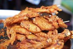 Muito galinha fritada no alimento tailandês Fotografia de Stock