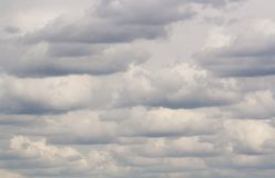 Muito nebuloso todos os azul-céu Fotos de Stock Royalty Free