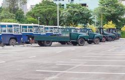 Muito ônibus antigo no estacionamento Fotografia de Stock