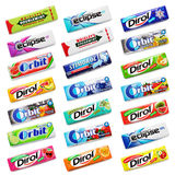 Muito vária mastigação colorida ou pastilhas elásticas isolada no branco Foto de Stock