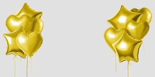 Muitos balões da folha do hélio do ouro de formas diferentes sobre o fundo branco Conceito mínimo do feriado foto de stock royalty free