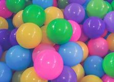 Muitos colorem bolas plásticas no campo de jogos da criança fotografia de stock
