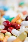 Muitos comprimidos diferentes e medicamentação Imagem de Stock Royalty Free