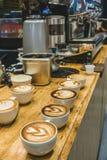 Muitos copo da arte do latte vário da forma Fotos de Stock