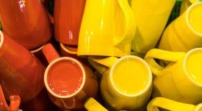 Muitos copos amarelos e vermelhos Imagens de Stock Royalty Free
