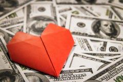 Muitos dólares americanos do dinheiro dados forma no círculo Fotos de Stock Royalty Free
