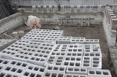 Muitos dobraram ordenadamente o close up cinzento do fundo dos blocos de cinza Misturador concreto Imagens de Stock Royalty Free