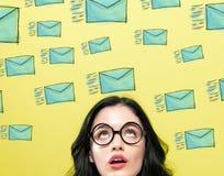 Muitos e-mail do esboço com jovem mulher fotografia de stock royalty free
