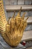 Muitos enfrentam a estátua do Naga no palácio grande real, Banguecoque Fotografia de Stock Royalty Free