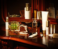 Muitos frascos dos cosméticos Foto de Stock