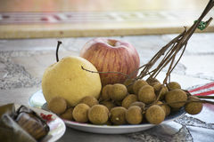 Muitos frutificam no prato Foto de Stock