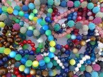 Muitos grânulos de vidro coloridos fotografia de stock