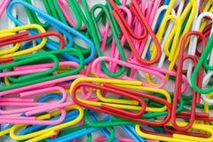 Muitos grampos de papel coloridos Imagem de Stock