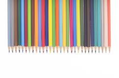 Muitos lápis coloridos em seguido Fotos de Stock