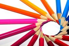 Lápis coloridos na forma da rotação do sol fotos de stock