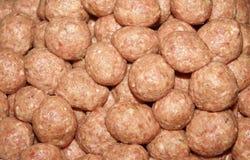 Muitos Meatballs crus Foto de Stock