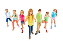 Muitos meninos e meninas estão unidas mantendo as mãos Imagens de Stock Royalty Free