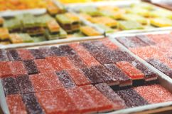 Muitos multi-coloriram o doce de fruta multi-mergulhado no açúcar imagem de stock royalty free