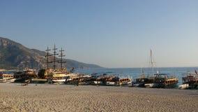 Muitos navios no beira-mar Fotos de Stock