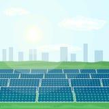 Muitos painéis solares produzem a energia renovável do sol Foto de Stock