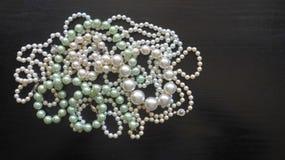 Muitos perolizam colares e braceletes Foto de Stock