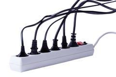 Muitos plugues obstruíram na barra da energia eléctrica Fotografia de Stock