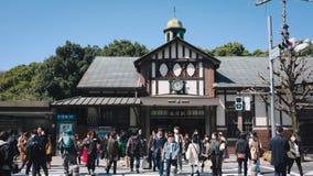 Muitos povos estão andando a em algum lugar Harajuku, Japão Imagens de Stock
