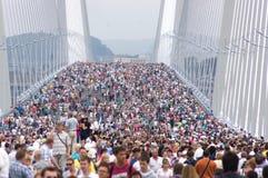 Muitos povos na ponte Foto de Stock Royalty Free