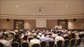 Muitos povos vieram junto em uma conferência ou em um seminário Fundo borrado video estoque
