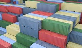 Muitos recipientes no porto Conceito da logística 3D rendeu o illu ilustração stock