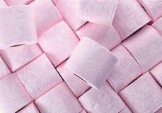 Muitos rolos de papel higiênico como o fundo fotos de stock
