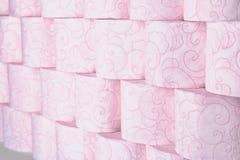 Muitos rolos de papel higiênico como o fundo fotografia de stock royalty free