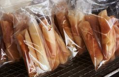 Muitos sacos deliciosos dos petiscos fotografia de stock royalty free