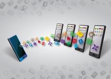 Muitos smartphones dados e transferência do índice Foto de Stock