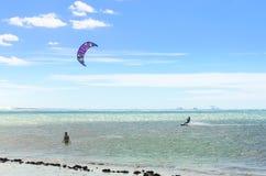 Muitos surfistas do papagaio no ar em Cumbuco Fotografia de Stock Royalty Free