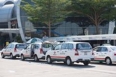 Muitos táxis perto da estação da balsa de Vungtau Fotografia de Stock