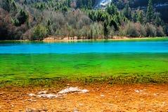 Muitos tipos de águas do lago da cor foto de stock royalty free